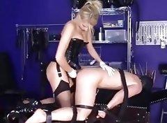 Enculando a un esclavo en el suelo 5
